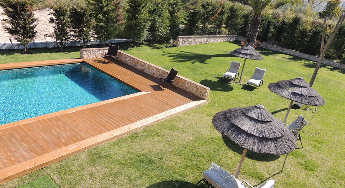 Swimming Pool in Villa Troia (house to rent)